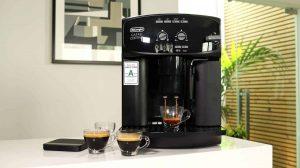 une machine à café Delonghi