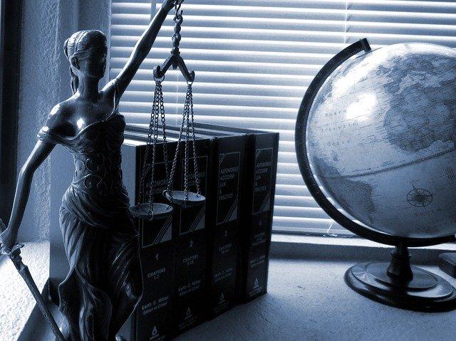 Quels sont les avantages et les inconvénients d'étudier le droit ?