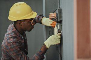 Comment devenir un électricien professionnel